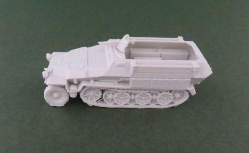 Sd Kfz 251/5 pioneer halftrack (1:48 scale)