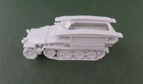 Sd Kfz 251/7 pioneer halftrack (1:48 scale)